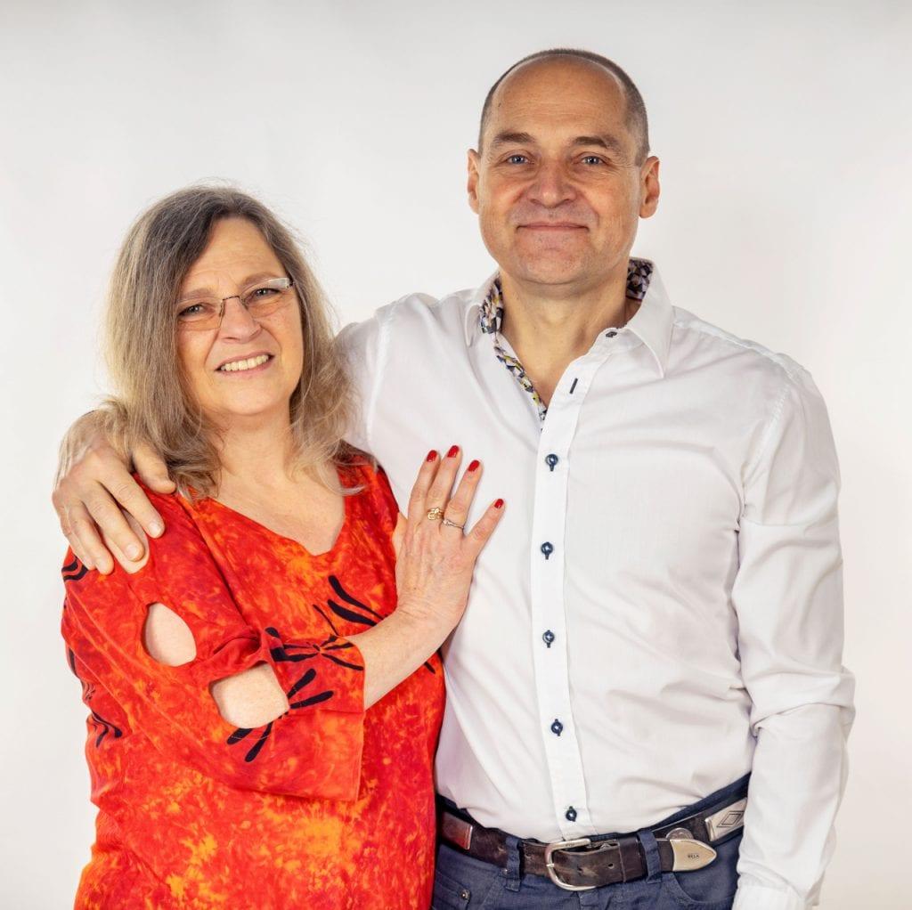 Bonnie Sue May & Robert May-Klein, das Ausbildungsteam der Heilpraktikerschule May in Bedernau